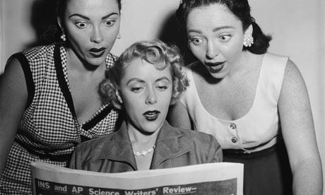 Surprised-women-reading-n-001