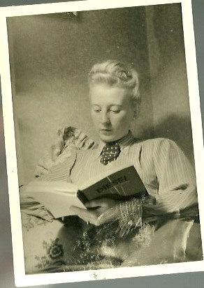 woman reading diesel