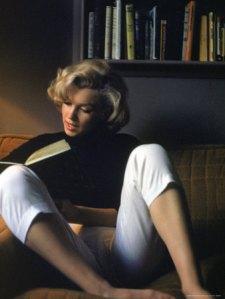 MarilynMonroe reads
