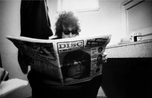 Bob Dylan reading Disc Magazine with Mick Jagger on the cover, 1966