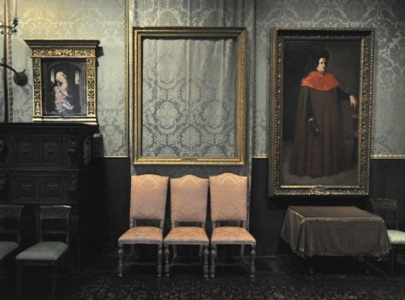 Photo of empty frame in the Garner Museum (thieves cut paintings from their frames)