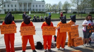 Protesters demand Obama close Guantanamo Bay prison