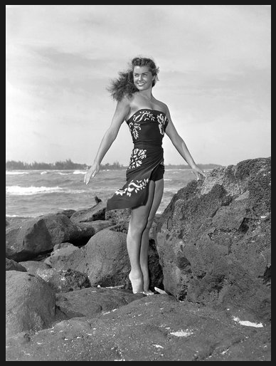 """Ms. Williams in 1950 on location for the film """"Pagan Love Song."""" Credit: Metro-Goldwyn-Mayer, via Associated Press"""