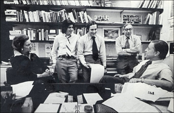 Katherine Graham meets with Carl Bernstein, Bob Woodward, Howard Simons and Ben Bradlee.