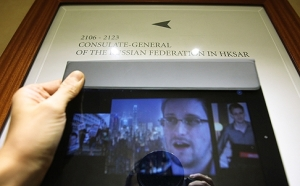 Images of Edward Snowden are seen on an iPad in front of a sign for the Consulate-General of the Russian Federation in HKSAR, Wan Chai. Photo: Jonathan Wong