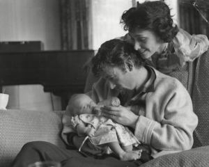 showbiz-peter-o-toole-feeds-baby-daughter-kate-1960