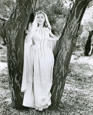 The woman in white eleanor-parker-woman-in-white-promo-photo-2