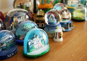 11344-Collectors_snowglobes_header