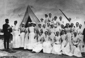 Nightingale takes 35 nurses to Crimea