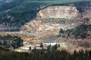 washington-mudslide-01_77948_600x450