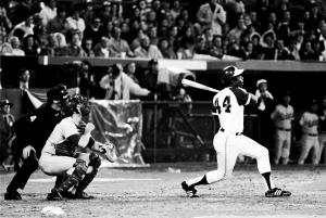 Hank Aaron hits No. 715 off Dodgers pitcher Al Downing on April 8, 1974 (NY Daily News)