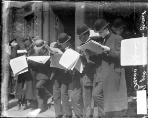 9.Job seekers, men standing in front of the Chicago Daily News building, looking at newspapers