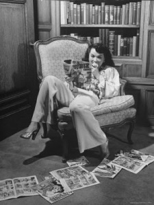 martha-holmes-actress-buff-cobb-reading-comic-books-at-home