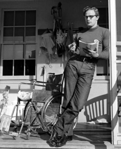 Brando reads