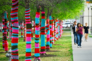 Magda_Sayeg_Yarn_Bombing_-Knitted_Grafitti_02