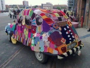 yarn-bombed-vw-beetle1