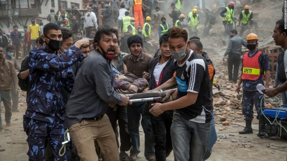 150425130218-nepal-earthquake-stretcher-super-169