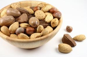 nuts-484262_640