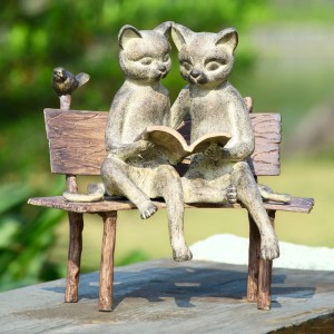 reading-cats-bench-garden-statue