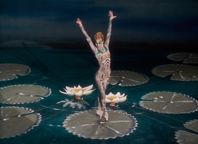 tales-of-hoffmann-the-1951-003-moira-shearer-dances-in-the-ballet-of-the-enchanted-dragonfly