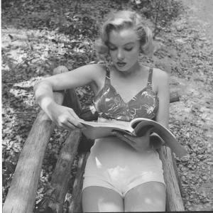 marilyn reading2