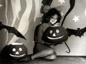vintage-halloween-pinup-clara-bow