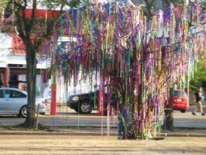 Mardi-Gras-bead-tree-deedeeflower-22452394-500-375