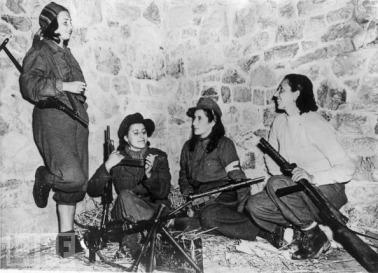 Women in World War II (2)