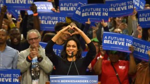 Rosario Dawson makes a heart sign at Sanders rally in San Diego
