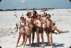 Beaches in the U.S in the 1950s-60s (14)