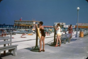 Beaches in the U.S in the 1950s-60s (23)