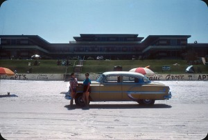Beaches in the U.S in the 1950s-60s (24)