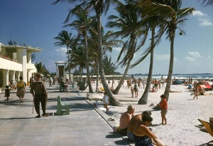 Beaches in the U.S in the 1950s-60s (27)
