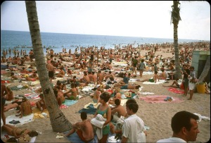 Beaches in the U.S in the 1950s-60s (3)