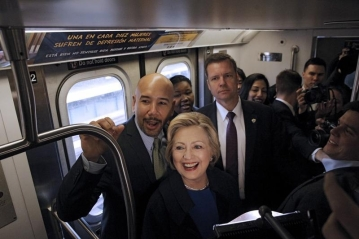 U.S. Democratic presidential candidate Hillary Clinton (C) rides the New York City Subway with Bronx Borough President Ruben Diaz (L) in the Bronx borough of New York, April 7, 2016. REUTERS/Brendan McDermid TPX IMAGES OF THE DAY - RTSE18E