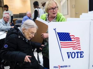 garvin-colburn-with-her-daughter-rosemary-milburn-votes-in-chattanooge-tn