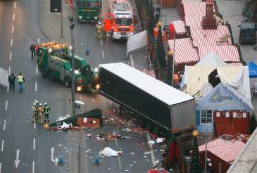 Truck plows into crowded Christmas market in Berlin