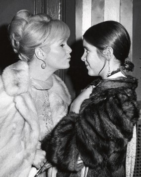 rs_634x793-161227105859-634-carrie-fisher-debbie-reynolds-1972
