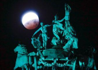 6196f7ba-80f1-4f4d-af77-6e74ad72c20d-epa_belgium_lunar_eclipse