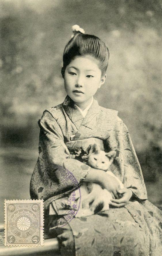 Bijin with a Kitten 1907