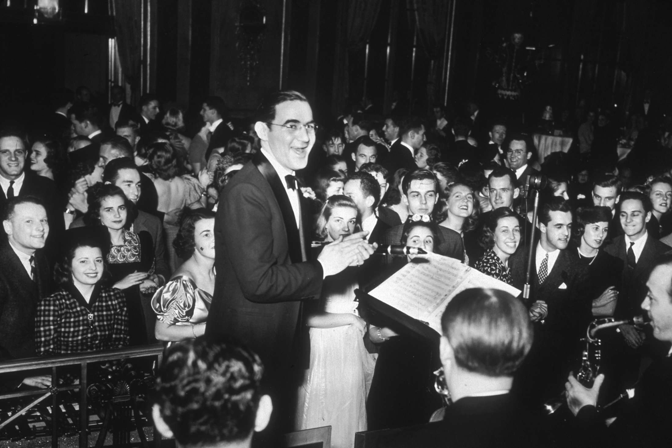 American jazz musician and bandleader Benny Goodman and his orchestra play for an enthusiastic audience during a New Year's Eve dance at the Waldorf Astoria, New York City, 1938.